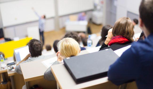 Ecole De Commerce Ou Ecole D Ingenieurs Apres Le Bac Emlv Ecole