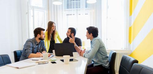 Startup ou grand groupe pour débuter sa carrière