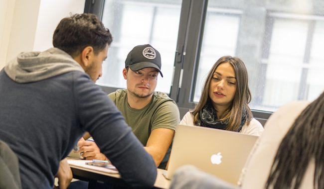 Marcos Lima utilise le FUN MOOC dans le cadre de son cours d'innovation à l'EMLV.