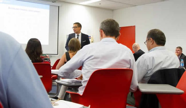 The De Vinci Research Center Business Group organises series of seminars.