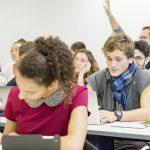 Cinq idées reçues sur les écoles de commerce.