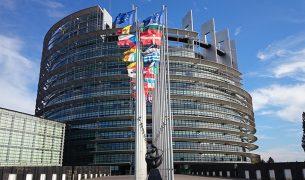 europe erasmus bourse emlv étudiants 305x180 - Que sont les bourses Erasmus+, le dispositif qui facilite la mobilité étudiante en Europe ?
