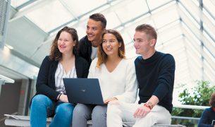 Photo etudiants EMLV reportage Let it Be 305x180 - Bachelor Technology & Management : l'hybridation des compétences et des cursus à l'ESILV et l'EMLV