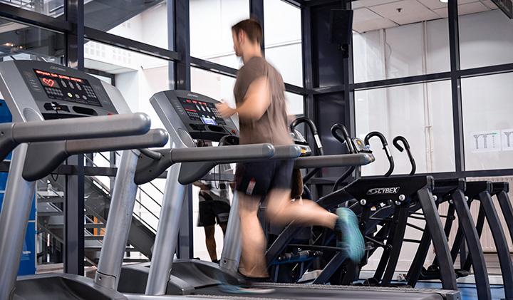 Salle cardio - Le sport en école de commerce ?