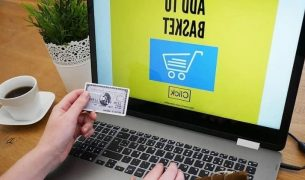 e commerce emlv 2020 key numbers 305x180 - MBA Digital Marketing Strategy