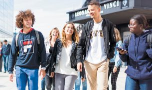 Devenir buddy en ecole de commerce parrainer un etudiant international 305x180 - Mobilité entrante et sortante