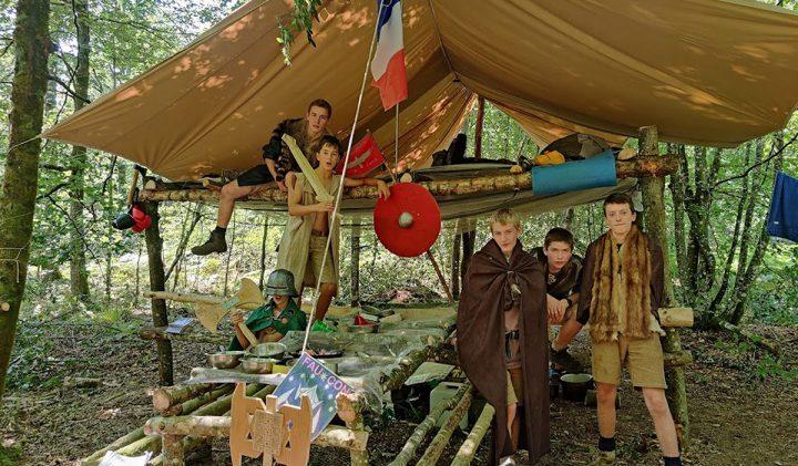 Installation tente 720x421 - Vladimir, promo 2024, une mission solidaire avec les Scouts Unitaires de France